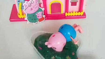 小猪佩奇一家玩过家家,猪爸爸用彩泥做冰淇淋,乔治死活要吃!