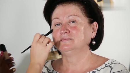 55岁阿姨是大扁脸,化妆打扮一下,看起来年轻了5岁