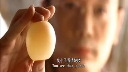 天下无贼:葛优手法了得,单手剥生鸡蛋的壳,太帅了!