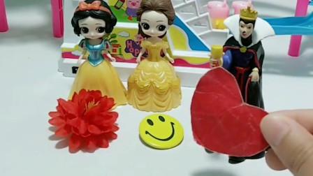 王后买了小猪轨道玩具,白雪和贝儿都想要,王后会给谁呢?