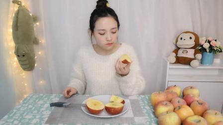 """试吃网红水果""""阿克苏糖心苹果""""切开真的有整个的糖心!"""