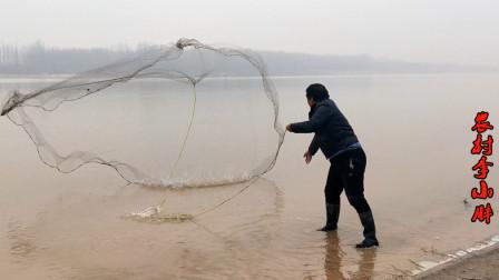 黄河边上冻,小伙岸边撒网,一网打下去扣中黄河鲤鱼,这下过瘾了