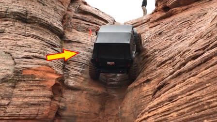 """越野车挑战""""80度峭壁""""!本以为爬不上去,一脚油门后奇迹发生!"""