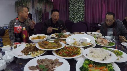 冬季东北郊区婚礼婚宴品鉴实录,菜都是凉的但宾客用餐兴致很高!