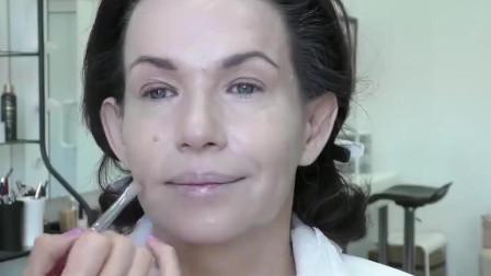 50岁大妈颜值还不错,化个精致的妆,变身气质美女