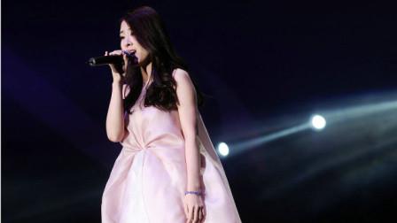 这首歌曾经红遍大江南北,也因为它,张碧晨站在了华语乐坛顶峰