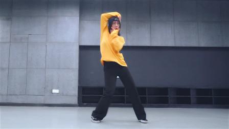 黄衣小姐姐原创编舞 歌撩人 舞好看