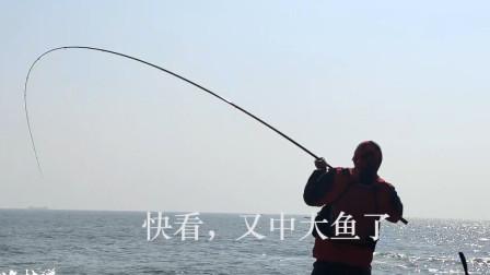 翻山越岭几公里,才能到达的神秘钓点,看看钓了多少鱼