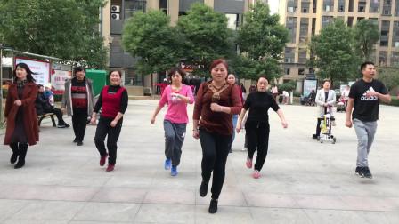 目前流行的鬼步舞《奔跑》成品舞,每天坚持3分钟,让你快速瘦身
