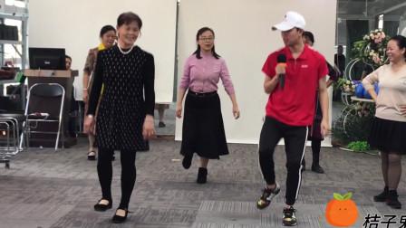 鬼步舞很难学不会?来看这位老师的教学,基础步简单易懂好学会