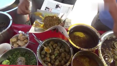 这是印度的平民小吃,2元1份,包装很特别,中国小哥表示不敢吃