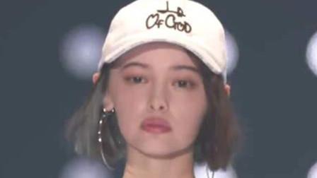 日本模特走秀满脸不高兴,可摘下帽子的瞬间,网友直言:太心动了