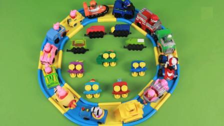 佩奇与小伙伴们乘坐小火车