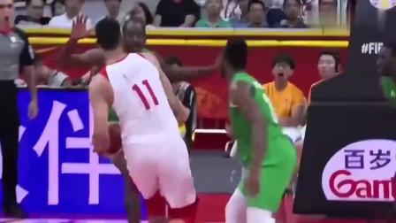 神还原!易建联CBA赛场复制男篮世界杯晃倒对手一幕!