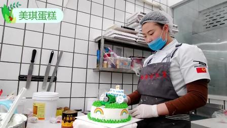 好漂亮的一款托马斯生日蛋糕,卡片和气球搭配的超完美!