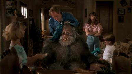 大叔抓到一只大脚怪兽,把它养在家里当宠物,一部搞笑怪兽电影