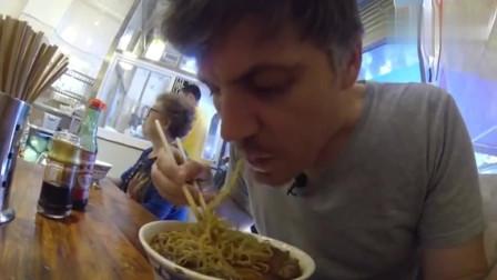 老外在中国:为什么中国是世界上最伟大的美食国家,老外想花100万买中餐秘方