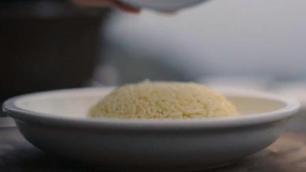 """洋气的蛋炒饭做法学起来,御膳""""金银炒饭""""我们也值得拥有!"""