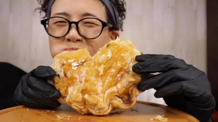 松软香甜的苹果派,外层烤的酥脆金黄,吃上一口不要太享受