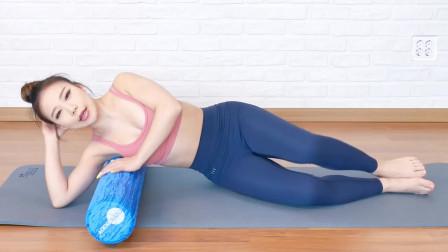 背部肌肉紧张如何放松,用泡沫滚轴进行筋膜放松,缓解僵直酸痛