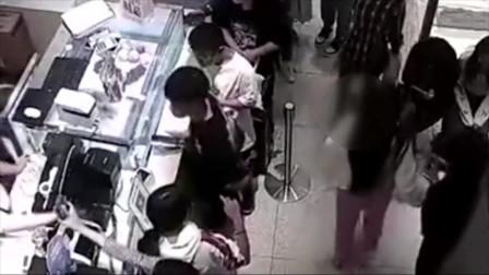 监拍猥琐男奶茶店贴身猥亵女孩赔偿数万元获得谅解