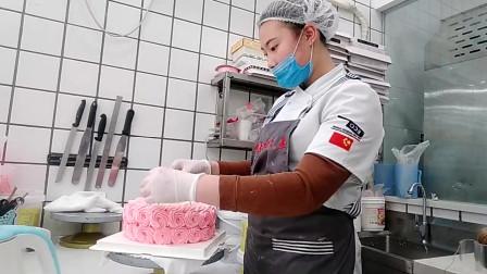 好漂亮的一款网红蛋糕,女王生日蛋糕,女友见到了特别喜欢!