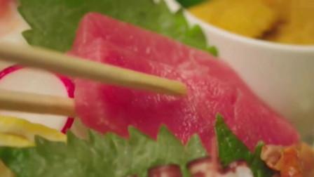 一起用餐吧:螃蟹汤加上生鱼片,这一口下去女主太幸福了