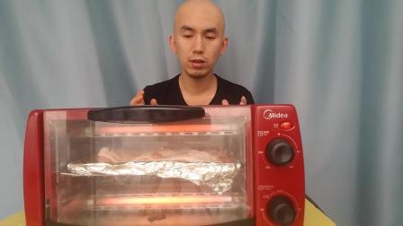小伙烤箱版奥尔良烤大鸡腿肉,整只腿肉来烤,网友们看饿没?