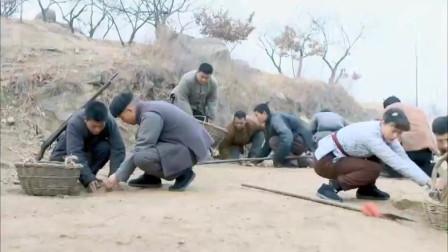 地雷战:鬼子怕踩到地雷,竟让村民给他们开路,真是惨无人道