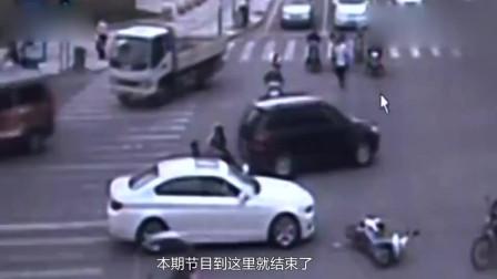 司机嫌大爷不让路,下车后一顿拳打脚踢,监控拍下他的可恶嘴脸