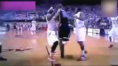 篮球史上最疯狂走步, 裁判懵逼了半天才想起吹哨, 真正的梦幻脚步啊