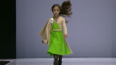 7岁童模第一次走秀,气场强大堪比超模,网友:头发都帅到天上了