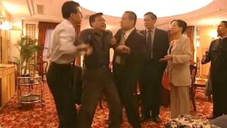 反腐:县长装醉不肯受贿,怎料连省领导都骗过去了,够厉害!