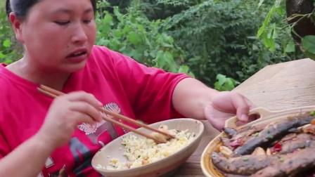 胖妞2斤河鲜配腊肉,香辣诱人连米饭都多吃了,胖妞:米缸空了