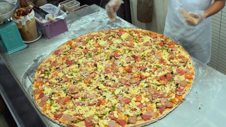 菲律宾一家披萨店,制作的特色怪兽披萨,够10个人吃了!