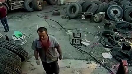 监控大货车补胎, 工人刚离开身后突然就炸了, 他上辈子积了什么德