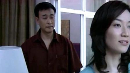 出轨:丈夫在外出差,妻子一个人在家太无聊,小伙借机过来陪她说说话!