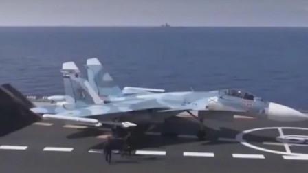 苏-33战斗机米格-29k从库兹涅佐夫号航空母舰上起飞