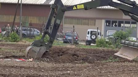 豹2坦克改装,完全猜不到老外的脑洞,坦克能变挖掘机