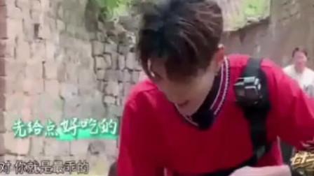 语言鬼才吴亦凡对着鸡说唱,OMG!明星的训练方法真独特