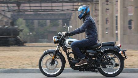 【 摩托车杂志】车评:贝纳利帝国400,2.38万的纯粹复古车,骑上整个人都变了!
