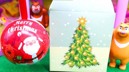 熊大熊二过圣诞节 收到惊喜礼物
