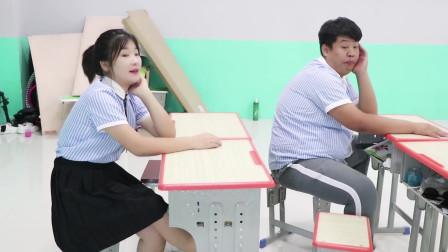 """学霸王小九:老师让学生跳画龙舞,男同学直接""""自创""""一个画龙舞,动作真逗"""