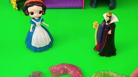 王后让白雪用起泡胶做数字,白雪做好了,王后会让白雪吃饭吗?