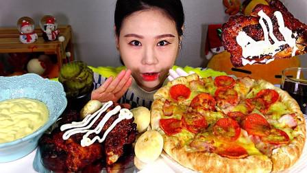 """韩国吃播:""""培根香肠披萨+牙买加烤鸡腿"""",蘸着蛋黄酱吃得真香"""