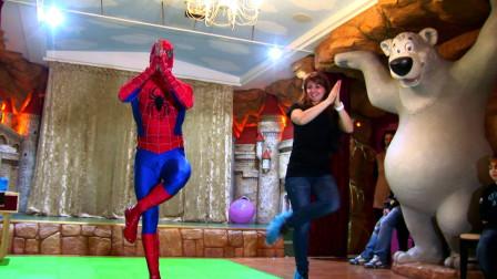 儿童节晚会上的蜘蛛侠哥哥,真是太可爱了!