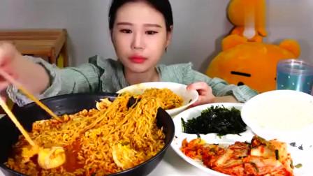 吃播:韩国吃货大胃王卡妹,吃面条、米饭、辣白菜,看她吃东西真享受!