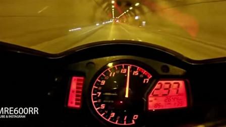 大排摩托车,动力最柔和的一辆车,国外在线炸隧道