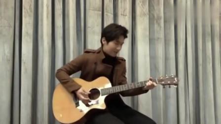 陈楚生弹吉他炫酷的手法太帅了,这首《姑娘》被他唱出自由的感觉