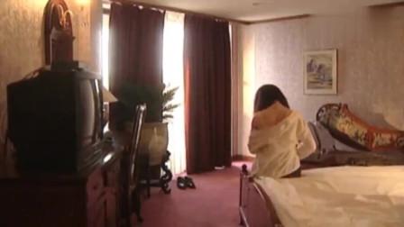 罪证:酒店美女服务员上门送衣服,谁料领导一